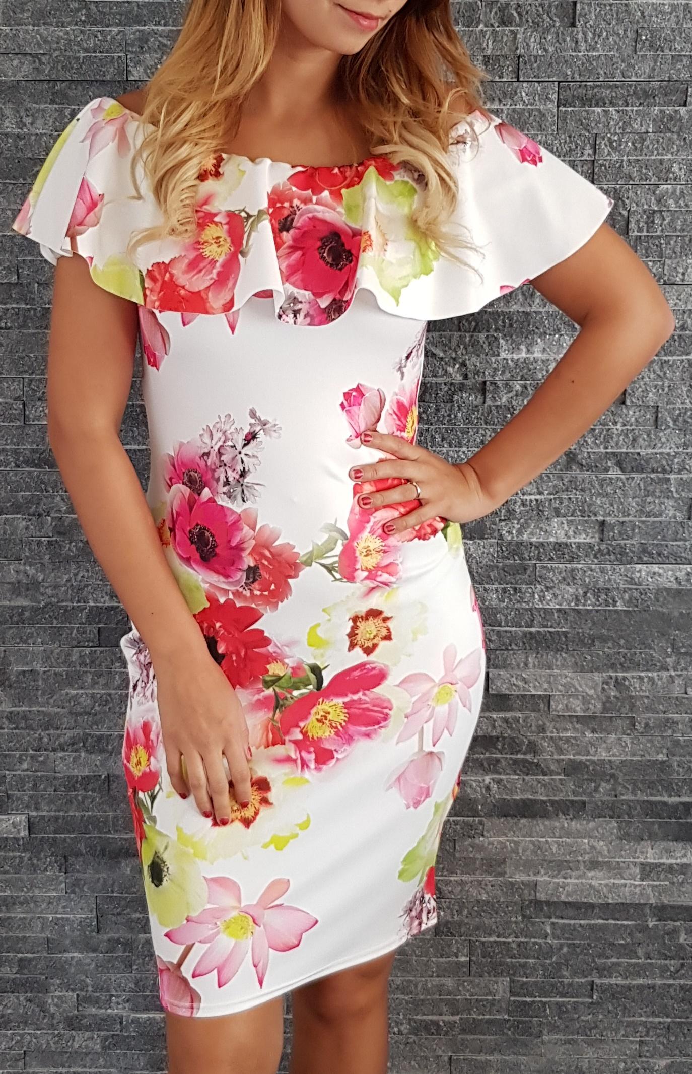 Biele kvietkované šaty s volánom f8bb84ab303