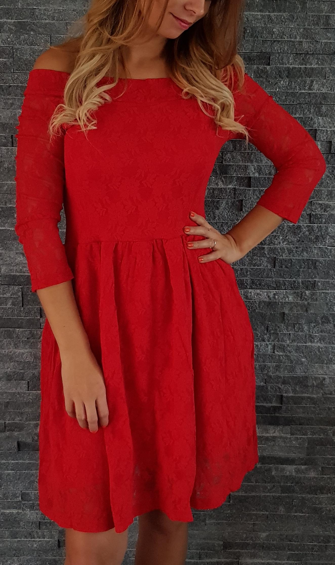ba3d66ac8dd5 Červené čipkované šaty