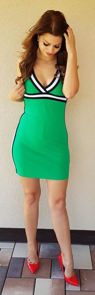 ad894c4c6 Letné športové šaty s výrazným lemom zelené