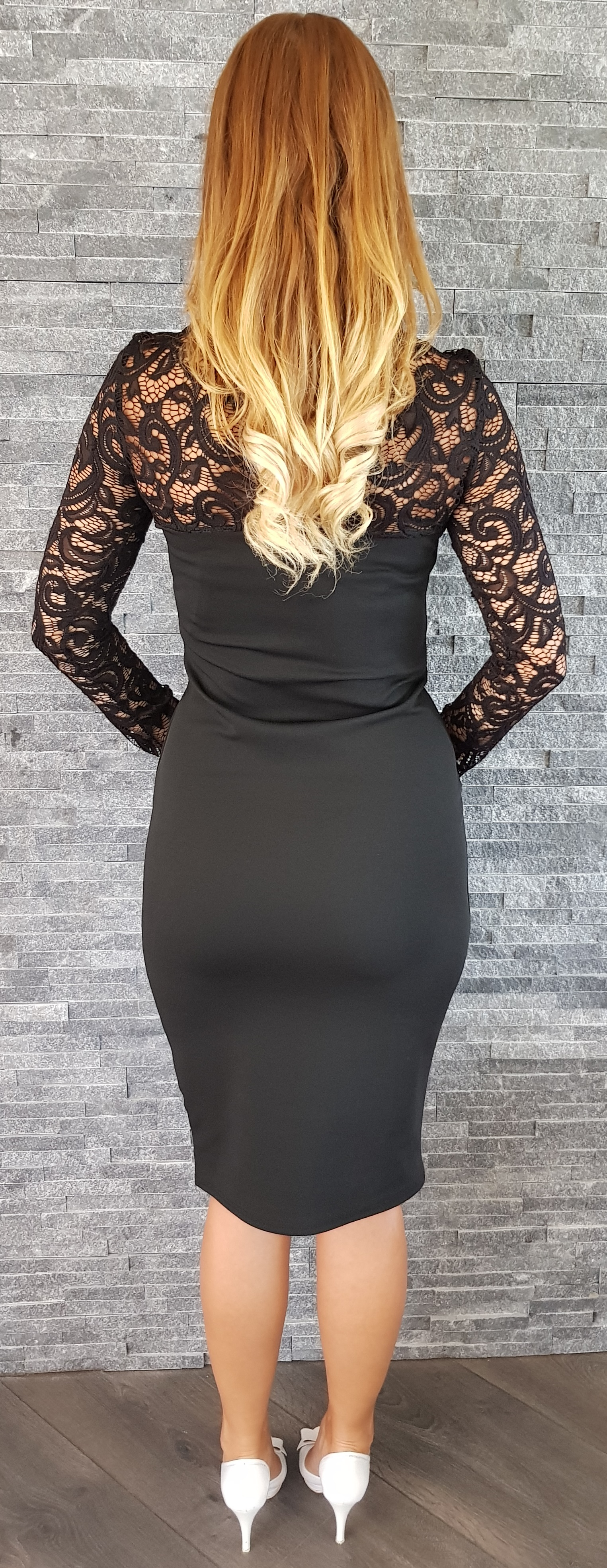 ce2699a2a66b UK Čierne čipkované šaty Popoluška EUR 36