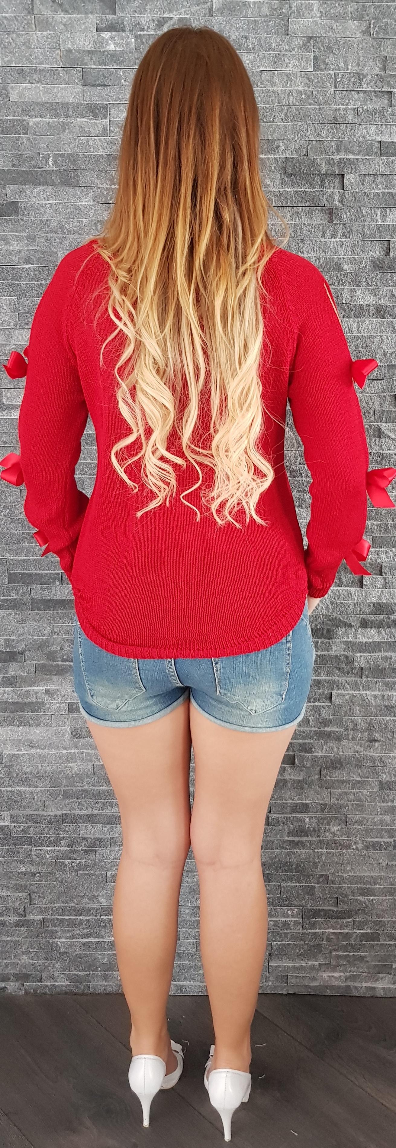 a2485131ee85 Červený sveter s mašličkami na rukávoch